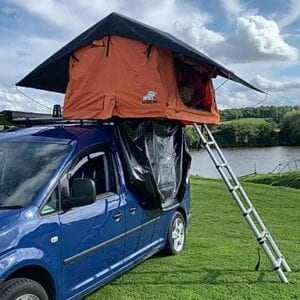 "Which ones are the cheapest roof tents right now? And which roof top tents are cheap to buy and won't let you down? Valid questions that I am about to answer. There are some really spectacular roof top tents available for a very reasonable price, especially right now, pre-season. Note, that this post is about cheap roof tents in the UK, as of 2020. All of the roof tents I have selected for this round-up are soft top roof tents. They vary in size, so you'll find everything from a small and lightweight 2-person roof tent to the larger, 3-4 person cheap roof top tents. You will find them in ascending order by the cheapest price currently available. So let's crack on! <h2 class=""tablepress-table-name tablepress-table-name-id-17"">Quick Summary - Cheapest Roof Top Tents - UK - 2020</h2>  <table id=""tablepress-17"" class=""tablepress tablepress-id-17""> <thead> <tr class=""row-1 odd""> 	<th class=""column-1"">Name</th><th class=""column-2"">Berth</th><th class=""column-3"">Current Price</th><th class=""column-4"">Cheapest at…</th> </tr> </thead> <tbody class=""row-hover""> <tr class=""row-2 even""> 	<td class=""column-1"">Ventura Deluxe 1.4</td><td class=""column-2"">3</td><td class=""column-3"">£749</td><td class=""column-4""><a href=""https://venturarooftents.com/products/ventura-deluxe-1-4-car-roof-top-tent-expedition-camping-4x4-land-rover-van-t5-suv"">website</a> / <a href=""http://rover.ebay.com/rover/1/710-53481-19255-0/1?ff3=4&pub=5575499920&toolid=10001&campid=5338527872&customid=&mpre=https%3A%2F%2Fwww.ebay.co.uk%2Fitm%2FVentura-Deluxe-1-4-Roof-Top-Tent-Camping-Expedition-Overland-4x4-Van-Car-Pickup%2F113999595428%3Fhash%3Ditem1a8ae7c7a4%3Ag%3AQ6cAAOSw-LJd5ng7"" rel=""noopener noreferrer"" target=""_blank"">eBay</a></td> </tr> <tr class=""row-3 odd""> 	<td class=""column-1"">Ox Overland Dakota 210</td><td class=""column-2"">3</td><td class=""column-3"">£850</td><td class=""column-4""><a href=""https://www.oxoverland.co.uk/dakota-210"" rel=""noopener noreferrer"" target=""_blank"">website</a></td> </tr> <tr class=""row-4 even""> 	<td class=""column-1"">Front Runner FeatherLite</td><td class=""column-2"">2</td><td class=""column-3"">£909</td><td class=""column-4""><a href=""https://www.frontrunneroutfitters.com/en/uk/camping-gear/tents-awnings/front-runner-roof-top-tent.html"">website</a> / <a href=""https://amzn.to/2SWh23u"">Amazon</a></td> </tr> <tr class=""row-5 odd""> 	<td class=""column-1"">Ventura Deluxe 1.4 Ext w/ Annex</td><td class=""column-2"">3</td><td class=""column-3"">£925</td><td class=""column-4""><a href=""https://venturarooftents.com/products/extended-ventura-deluxe-1-4-roof-top-tent-annex"" rel=""noopener noreferrer"" target=""_blank"">website</a> / <a href=""http://rover.ebay.com/rover/1/710-53481-19255-0/1?ff3=4&pub=5575499920&toolid=10001&campid=5338527872&customid=&mpre=https%3A%2F%2Fwww.ebay.co.uk%2Fitm%2FExtended-Ventura-Deluxe-1-4-Roof-Top-Tent-Annex-Camping-Expedition-Overland%2F113890802696%3F_trkparms%3Dispr%253D1%26hash%3Ditem1a846bbc08%3Ag%3AtX0AAOSwOGld5nlE%26enc%3DAQAEAAACQBPxNw%252BVj6nta7CKEs3N0qULvq4K2m1WdCpna3RkxQKhB7Dg7yq%252FOaLveICBteGB4qo%252FfxylONeVuw9jE3qfig%252B9SBfU7pMsk5M8altiCL3taJtn9giG4WnadVsBFk2J6iypKj9UmlW3iXrEHqYh7cdadk1bBA4UkX1eNJmgwlFB5JYeHHnwucIVfMovSCmLTF8WjcfZAg4A4aEQtfZ7iBNNg2eG9FaHewPeTsGlucnhsvLP4%252FCgZCr7NtpSdQsar4%252BwSeLtU7HBxFt2QmTkDAGNkAFl%252BRu6baHlj3JAgLicwgdu1ccneoHbbWO60KeJD5gfxUNZoAQe5w3uCA%252Fwg%252F1sKcYPRq1EDQld%252FAMHoLKWzhTjgzFbW96EfovbVcAPDW%252BrroPnM16aMnKm%252B6kdoISuyGMH%252BT3EsjiQ3RW0R0BNNiVPuwmqCki8%252B5EVRfmcNFqhPaHTxwKdRec8AmXgyoXqkXUKmHGBTeWZ5eRnHD9VS5%252FDpKlte0n3rAmkgo8xzPgcc%252BpRp%252FxeDuBqPgXsu9kppwh7Wi084zF5sAqPMWxvUQG5%252FhkPntrUbJm1y%252BjE%252B9mpFmWOv4xtzil4MjCaeNxWJRTRRG1%252F2Ccy9FW3RPPc4xXZ9DqbvrdhW7YTaArbp55QxfmcXqJsbN0MLefP6ovKOzgQBSK%252FUCkpO436yWo788GHOGRk9bvd%252FZbz9iasbcnVk%252FJAPBf4g2mzZSgUG3a5lvlC%252BYSXH7P10PS5i%252BsHjsV2kNM59ru%252BStPKl20Rhw%253D%253D%26checksum%3D1138908026966d74ccfd2db64240b1f2dc18e58d9891"" rel=""noopener noreferrer"" target=""_blank"">eBay</a></td> </tr> <tr class=""row-6 even""> 	<td class=""column-1"">Roof Cabin Hideaway</td><td class=""column-2"">3</td><td class=""column-3"">£945</td><td class=""column-4""><a href=""https://www.roofcabin.co.uk/collections/hard-soft-shell-roof-tents/products/roof-cabin-hideaway"" rel=""noopener noreferrer"" target=""_blank"">website</a></td> </tr> <tr class=""row-7 odd""> 	<td class=""column-1"">Ox Overland Explorer 200</td><td class=""column-2"">2</td><td class=""column-3"">£950</td><td class=""column-4""><a href=""https://www.oxoverland.co.uk/copy-of-diesel-310-1"" rel=""noopener noreferrer"" target=""_blank"">website</a> / <a href=""http://rover.ebay.com/rover/1/710-53481-19255-0/1?ff3=4&pub=5575499920&toolid=10001&campid=5338527872&customid=&mpre=https%3A%2F%2Fwww.ebay.co.uk%2Fitm%2FRoof-Tent%2F193290032532%3Fhash%3Ditem2d00fbd594%3Ag%3AoyEAAOSwl2deFEr%7E"" rel=""noopener noreferrer"" target=""_blank"">eBay</a></td> </tr> <tr class=""row-8 even""> 	<td class=""column-1"">TentBox Lite</td><td class=""column-2"">TBC</td><td class=""column-3"">£995</td><td class=""column-4""><a href=""https://www.tent-box.com/uk/product/tentbox-lite/"" rel=""noopener noreferrer"" target=""_blank"">website</a></td> </tr> <tr class=""row-9 odd""> 	<td class=""column-1"">Ventura Deluxe 1.8 Ext w/ Annex</td><td class=""column-2"">4</td><td class=""column-3"">£1049</td><td class=""column-4""><a href=""https://venturarooftents.com/products/extended-twin-ladder-ventura-deluxe-1-8-roof-top-tent"" rel=""noopener noreferrer"" target=""_blank"">website</a></td> </tr> <tr class=""row-10 even""> 	<td class=""column-1"">Roof Cabin Hideaway XL</td><td class=""column-2"">3</td><td class=""column-3"">£1050</td><td class=""column-4""><a href=""https://www.roofcabin.co.uk/collections/hard-soft-shell-roof-tents/products/hideaway-xl-soft-shell-roof-tent-with-side-annex"" rel=""noopener noreferrer"" target=""_blank"">website</a></td> </tr> <tr class=""row-11 odd""> 	<td class=""column-1"">Direct 4x4 Expedition</td><td class=""column-2"">3</td><td class=""column-3"">£1099</td><td class=""column-4""><a href=""http://rover.ebay.com/rover/1/710-53481-19255-0/1?ff3=4&pub=5575499920&toolid=10001&campid=5338527872&customid=&mpre=http%3A%2F%2Fwww.ebay.co.uk%2Fitm%2FSand-Yellow-Expedition-Fold-Out-3-Person-Roof-Top-Tent-%2F362905351253%3Fhash%3Ditem547ed83455"" rel=""noopener noreferrer"" target=""_blank"">eBay</a></td> </tr> </tbody> </table> <!-- #tablepress-17 from cache --> Ventura Deluxe 1.4   Ventura Deluxe 1.4A detailed review of the Ventura Deluxe roof top tents is long due now, because they are just such a good 'package': lot of features for a very low price. No wonder that the Ventura Deluxe 1.4 is the cheapest roof top tent right now in the UK, but it does not mean that the Ventura Deluxe roof tent has the lowest quality. Quite the contrary! The Ventura Deluxe 1.4 is a roof top tent designed and made for the UK, considering the infamous weather. But it does not just withstand the British weather, it withstands it with ease...The Ventura performs well under extreme conditions, from –27 degree mid winter weather, to altitudes of more than 3000 Meters, the heat of Morocco and extreme winds (tested up to 74mph (120Km/hr). However, I suppose that only covers when being in transport: you can drive up to 74mph without losing the heavy duty PVC cover).Ventura Deluxe 1.4 interiorsThis small tent rest on a heavy duty yet lightweight aluminium base (45kg), and lightweight aluminium arms hold the flysheet. The Ventura has an assisted opening mechanism, making set up incredibly fast and easy. The flysheet is made of aluminized rip-stop polycotton fabric that is 100% waterproof (1800mm HH), breathable, UV-resistant/anti-tear and solar-reflective. As for sleeping, there's a 240×140×5 cm mattress inside, which makes the Ventura 1.4 a 3-person roof tent. Well, it's a bit tight for three, but very spacious for two adults with kids. Weighing only 50 kgs, it fits almost every vehicle, bar a Fiat Panda or a Kia Picanto. The Ventura 1.4 is currently the cheapest via VenturaRoofTents.co.uk - the standard price is £1200, current sale price is £749. But if you subscribe to their newsletter, a further 10% discount comes your way. That renders the Ventura 1.4 by far the cheapest roof tent in UK, with a take-home price of £674. Usually, there are Ventura roof tents for sale on eBay for a reduced price well after the sale has ended on the official website, and there are some bargains available too on eBay ie. Ventura Roof tent + annex for £850 or so. Where to buy the Ventura Deluxe 1.4: Ventura Roof Tents or Ebay Ox Overland Dakota 210 The Ox Overland Dakota 210 Roof Top Tent is exactly the same size as the Ventura Deluxe 1.4, so officially it is a 3 person roof tent, but in reality it is more of a 2-person roof tent (or 2+1 child).Ox Overland Dakota 210Likewise, it is designed to withstand extreme conditions on all continents and in all weathers. It has a 600D Rip-stop polycotton tent wall - Polycotton is breathable, and thanks to some polyurethane coating applied on the fabric it is mould resistant, UV resistant and waterproof. The rain fly is made of a 600D polyester Oxford fabric with taped seams. The Ox Overland Dakota 210 has been wind-tested too, and it is capable to withstand winds up to 74 mph. The Roof Tent is multi fit and attaches to most vehicles with good quality roof rails – be it your truck, camper van, 4x4 off road, car, trailer etc The mattress / sleeping area is 143 x 240 cm large, the mattress is 6 cms thick. The poles are made of lightweight aluminium but they are fabric-covered, which is a nice touch from Ox Overland. The whole tent does not weigh more than 50 kgs, and it comes with a 1 year warranty straight from Tewkesbury. You can also contact Ox Overland if you'd like to try out one of their roof top tents, as they have roof tents to rent too. Where to buy the Ox Overland Dakota 210: easiest option is to go straight to OxOverland.co.uk May be useful to understand what's what: Tent materials, fabrics, specifications and all the acronyms. FAQ. Ventura Deluxe 1.4 Extended + Annex To be fair, the Ventura Deluxe 1.4 Extended is the 2nd cheapest roof tent, but as it happens, the Ventura Deluxe 1.4 Extended with Annex is actually the 3rd cheapest roof top tent you can buy in the UK. So I think I have been fair...Ventura Deluxe 1.4 Extended - for extended tripsApart from it's size, everything else is just like the smaller sibling. Which is a bit strange, as even their weight is identical, which I can't believe is true. It unfolds to a 310 × 143 x 126 cms size, giving you almost 1.5 sqm extra room for the annex. The mattress inside is the same as the one in the non-extended version, 140 x 240 large and 5 cms thick. I believe that the extended Ventura Deluxe 1.4 is much more versatile, and without the Annex, it's only £25 more expensive... Where to buy the Ventura Deluxe 1.4 Extended with Annex: Ventura Roof Tents or Ebay Roof Cabin Hideaway The Roof Cabin Hideaway is another bargain that is sold with an annex, yet it's still under a grand. But similarities with the Ventura Deluxe 1.4 stop here (well, apart from what's obvious).Another bargain. Do you dig the military feeling?The Hideaway sits on a fibreglass composite base, rather than aluminium. The tent material is a 280 g polyotton, 600D anti-tear fabric with waterproof coating, UV and mold resistant. The material is double stitched throughout and there are heavy duty, expedition quality zips all around, suitable for the most rugged conditions. The Roof Cabin Hideaway is slightly larger than the previous cheap roof tents, only just slightly: the 310 cms length by 143 cms width footprint comes with a 130 cms high tent, giving you a few extra centimeters in headroom. It does not change the fact that the Hideaway is maximum a 3 person tent. The total weight of the Roof Cabin Hideaway is 60kgs, which is still well below the threshold of 75 kgs of dynamic load capacity that most compact cars have. Where to buy the Roof Cabin Hideaway: RoofCabin.co.uk, the official website is probably the best place to go. May be worth checking your car's dynamic load limit: Roof Top Tent Weight Limits Ox Overland Explorer 200 The Ox Overland Explorer 200 is the smallest of the cheap roof tents so far, as it is admittedly only a 2-person tent. The sleeping area is only 120cms wide, which is not too bad. In many aspects, the Ox Overland explorer is very similar to the Dakota 210, apart from the shape - so I am guessing it's going to be a matter of preference of the design (unless you desperately need that extra 20 cms width). The Ox Overland Explorer 200 roof tent sits on a heavy duty yet lightweight Aluminium Base. All the internal poles are covered to help prevent condensation (and because they look nice!) Similarly to the Dakota 210, the Explorer 200 has the same 600D Rip-stop polycotton tent fabric that it is mould resistant, UV resistant and waterproof. The rain fly is made of a 600D polyester Oxford fabric with taped seams. To me personally the Explorer 200 looks a bit funny, but behind the funny looks there is functionality: the side walls are almost vertical on every side, maximizing the space inside. I am sure that the Explorer 200 feels roomy, and that it feels bigger than it actually is!"